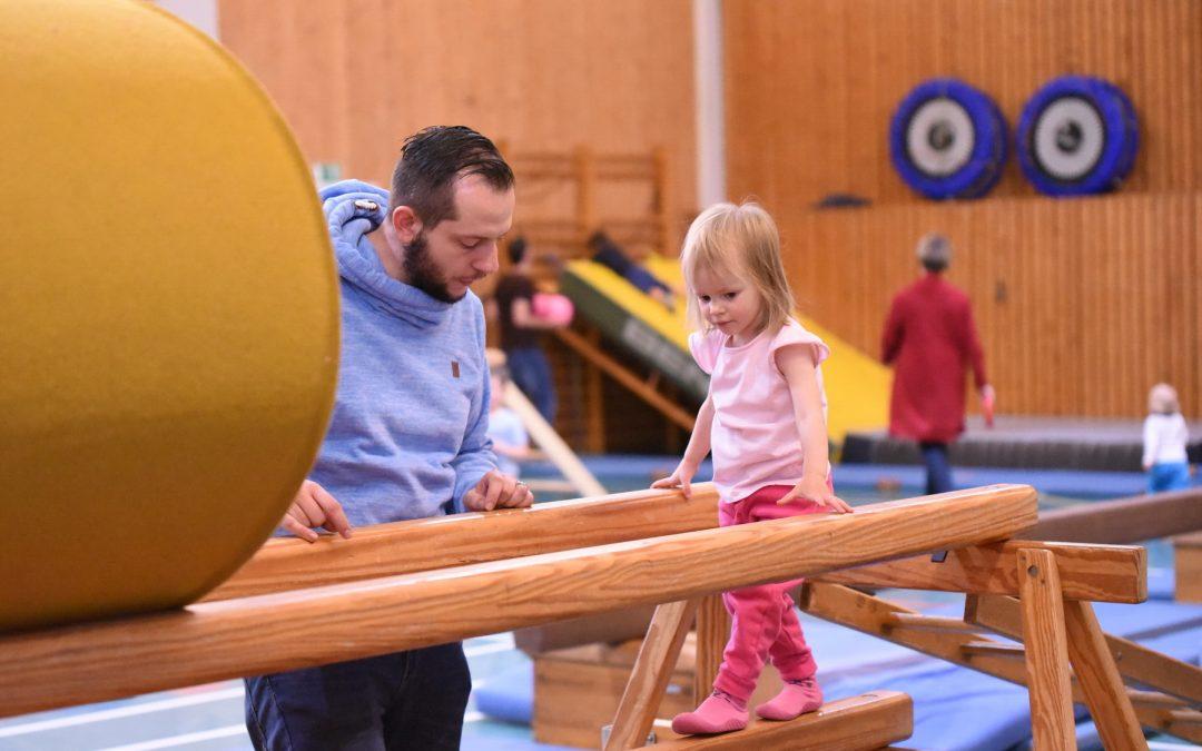 Neue Eltern-Kind-Turngruppe Samstags am Bollenberg Ab 31.10.2020 jeden Samstag, 10:30 - 11:45 Uhr mit Peggy Grewe.