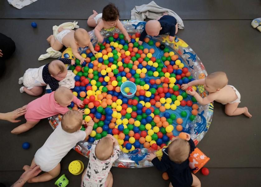 Babys spielerisch fördern – Neuer Kurs ab 12.11.2020! Spiel- und Krabbeltreff für Babys und Eltern, immer Donnerstags 09:00 - 10:15 Uhr