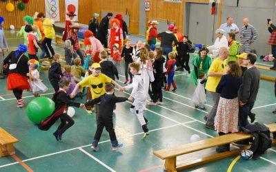 Karnevalszug dem Sturm zum Opfer gefallen HTV feierte in der Turnhalle